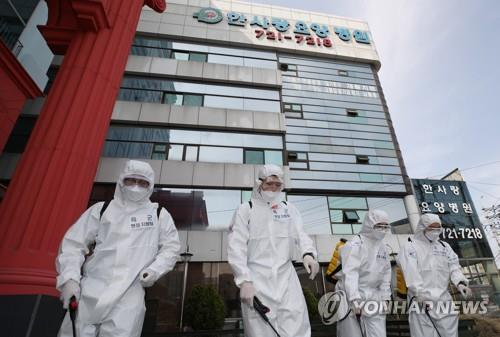 (7th LD) S. Korea wary of cluster, imported infections amid sign of declining new cases