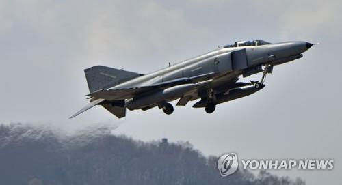 In this photo provided by the Air Force, an F-4E fighter takes off from the 10th Fighter Wing base in Suwon on April 2, 2019. (Yonhap)