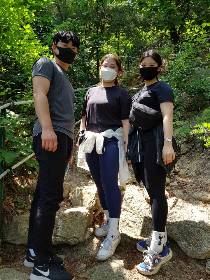 In this photo taken on June 14, 2020, Kim Ga-in (C), her younger sister Do-hee and Ga-in's boyfriend Han Seung-je pose for Yonhap News Agency at Mount Inwang in northern Seoul. (Yonhap)