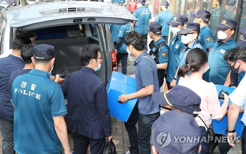 (3rd LD) Police search offices of defector groups at center of anti-Pyongyang leafleting