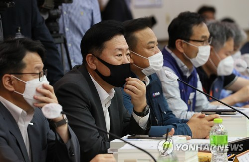 The Minimum Wage Commission holds a plenary session in Seoul on July 1, 2020. (Yonhap)