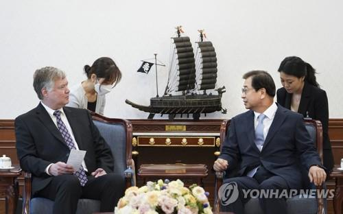 (LEAD) Biegun, Moon's top security adviser discuss N. Korea issues