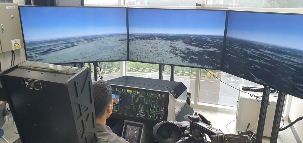 This pool photo shows an official operating the newly developed indigenous active electronically scanned array (AESA) radar for South Korea's envisioned KF-X fighter jet at a lab of Hanwha Systems in Yongin, Gyeonggi Province, on Aug. 7, 2020. (PHOTO NOT FOR SALE) (Yonhap)