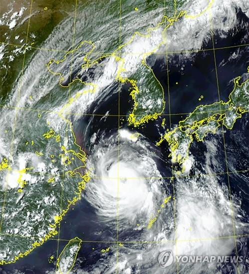 Typhoon Bavi approaches the Korean Peninsula from waters south of Jeju Island on Aug. 25, 2020, in this photo provided by the National Meteorological Satellite Center. (PHOTO NOT FOR SALE) (Yonhap)