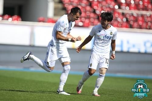 Incheon United climb out of K League cellar; Jeonbuk pull even with Ulsan in points