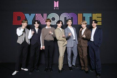 "This photo, provided by Big Hit Entertainment, shows the members of BTS posing for photos during an online media day event in Seoul on Sept. 2, 2020. The band's song ""Dynamite"" topped Billboard's main Hot 100 singles chart in the United States on Aug. 31. (PHOTO NOT FOR SALE) (Yonhap)"