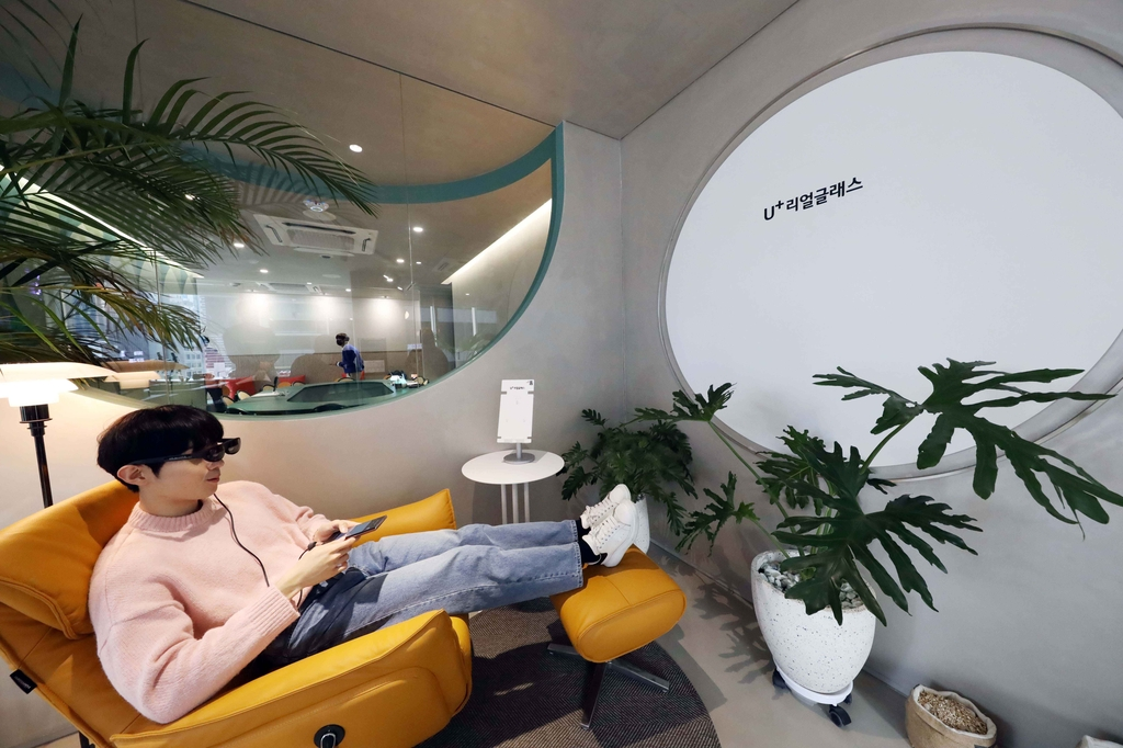 This photo, provided by LG Uplus Corp. on Oct. 15, 2020, shows a model using the carrier's augmented reality glasses at the company's product showroom in southern Seoul. (PHOTO NOT FOR SALE) (Yonhap)