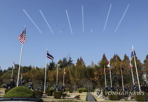 "The 53rd Air Demonstration Group of the Korea Air Force, widely known as Black Eagles, leaves smoke trails in the sky that say ""11.11.11,"" symbolic numbers that represent the ""Turn Toward Busan International Memorial Ceremony,"" at the U.N. Memorial Cemetery in the southern city of Busan on Nov. 11, 2020. (Yonhap)"