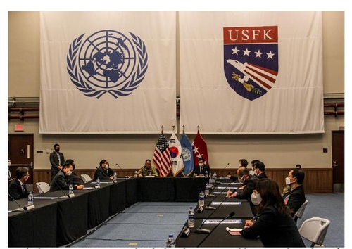 This photo provided by U.S. Forces Korea (USFK) shows South Korean lawmakers and USFK Commander Gen. Robert Abrams having discussions at Camp Humphreys in Pyeongtaek, Gyeonggi Province, on Nov. 17, 2020. (PHOTO NOT FOR SALE) (Yonhap)