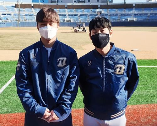 Kim Hyung-jun (L) and Kim Seong-uk of the NC Dinos pose for photos during their club's spring training at Masan Baseball Stadium in Changwon, 400 kilometers southeast of Seoul, on Feb. 3, 2021. (Yonhap)