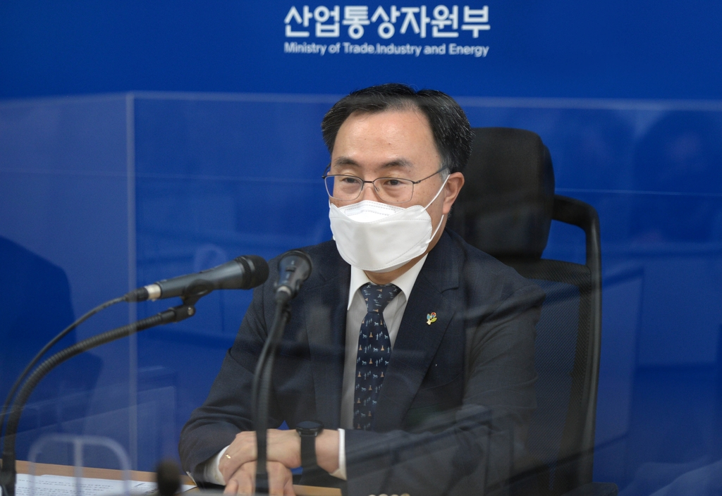 Industry Minister Moon Sung-wook speaks during a press meeting in the central city of Sejong on Feb. 8, 2021, in this photo provided by the Ministry of Trade, Industry and Energy. (PHOTO NOT FOR SALE) (Yonhap)