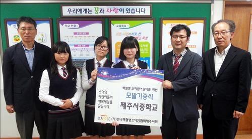 백혈병·소아암 어린이 위해 모발 기부한 여중생들 - 2