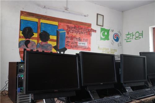 칸데 학교 컴퓨터 교실