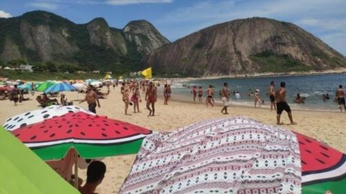 리우 시에 폭염 주의보가 내려진 가운데 해변에서 무더위를 식히는 관광객들 [브라질 뉴스포털 G1]