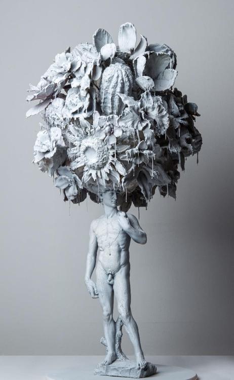 박효진 'Paradise lost' Ashy, 2020, mixed resin, 50x40x92cm [아뜰리에아키 제공]
