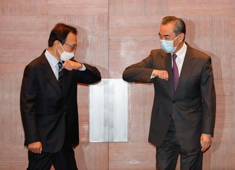 중국 외교부 홈페이지에 게재된 이해찬·왕이 회동 사진