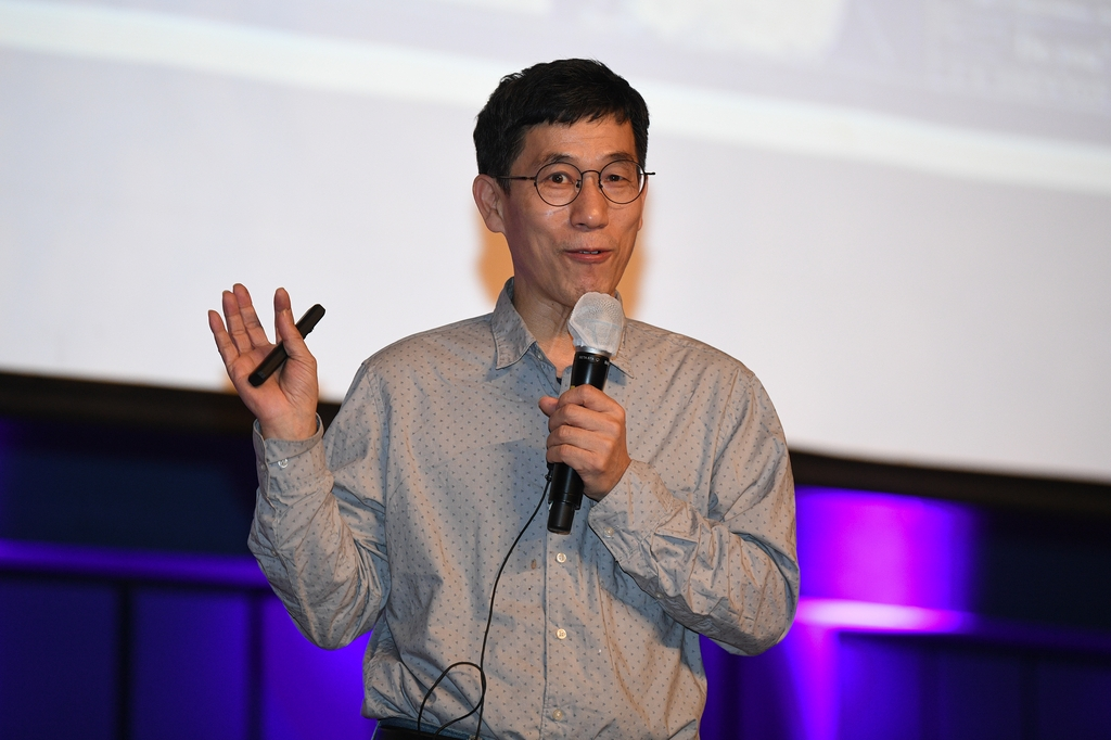 특강하는 진중권 교수
