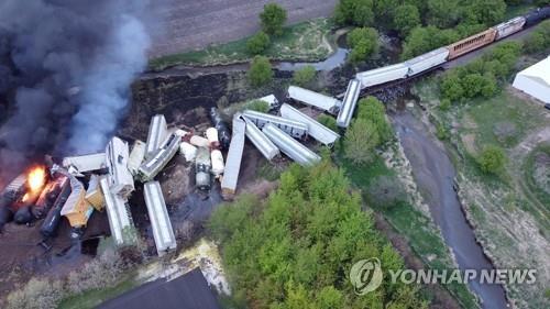 16일(현지시간) 미국 아이오와주 시블리에서 발생한 화물열차 탈선.[로이터=연합뉴스]