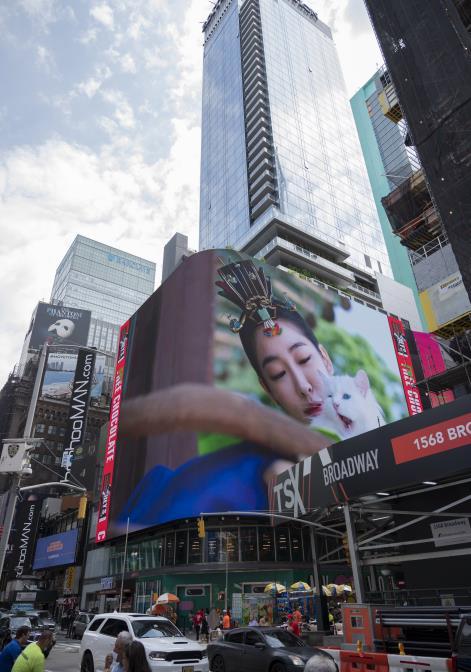 타임스퀘어 대형 전광판에서 선보이는 한복 광고