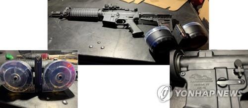 2019년 8월 발생한 미국 오하이오주 데이턴 총기난사 사건 당시 범인이 사용한 총기(가운데·오른쪽)와 탄창(왼쪽). [데이턴경찰서/EPA=연합뉴스 자료사진]