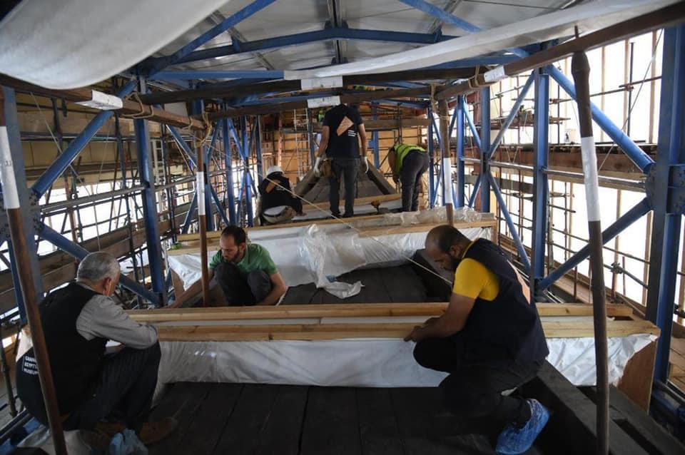 '태양의 배'를 옮기기 위한 준비 작업