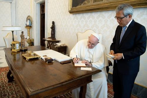 El Papa, con el embajador saliente de Corea del Sur