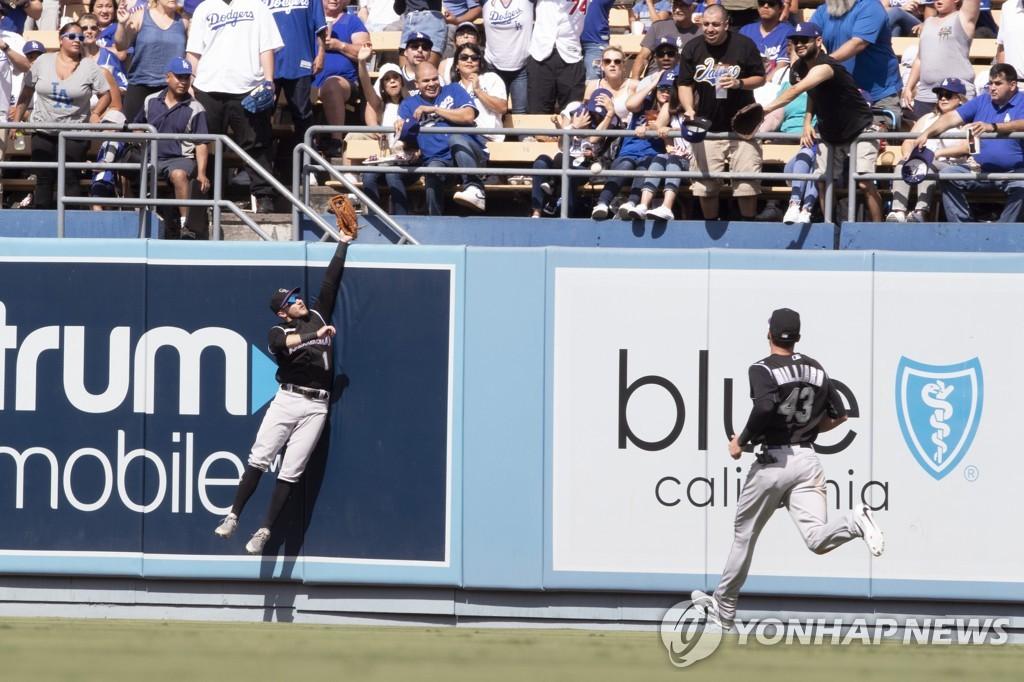 류현진 역사적인 첫 홈런의 순간