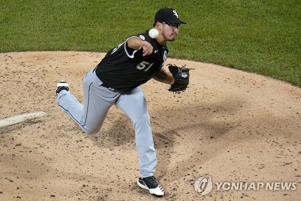 In this Associated Press photo, Dane Dunning of the Chicago White Sox pitches against the Pittsburgh Pirates during a Major League Baseball regular season game at PNC Park in Pittsburgh on Sept. 9, 2020. (Yonhap)
