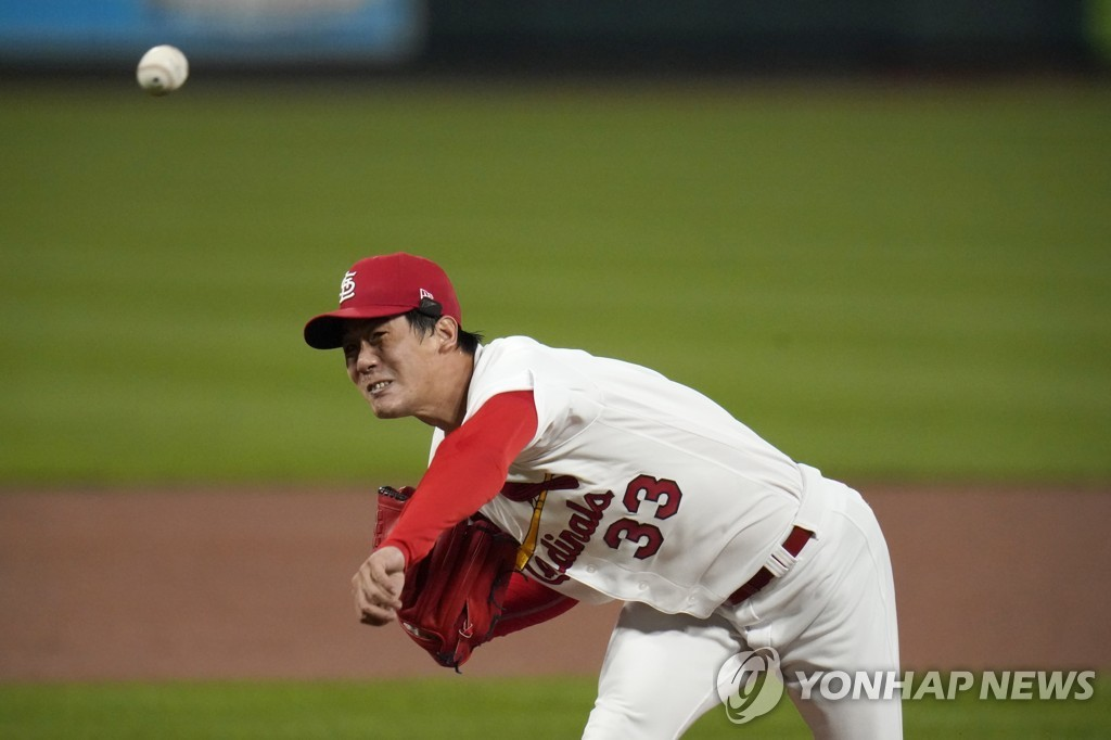 In this Associated Press photo, Kim Kwang-hyun of the St. Louis Cardinals pitches against the Milwaukee Brewers in the top of the first inning of a Major League Baseball regular season game at Busch Stadium in St. Louis on Sept. 24, 2020. (Yonhap)