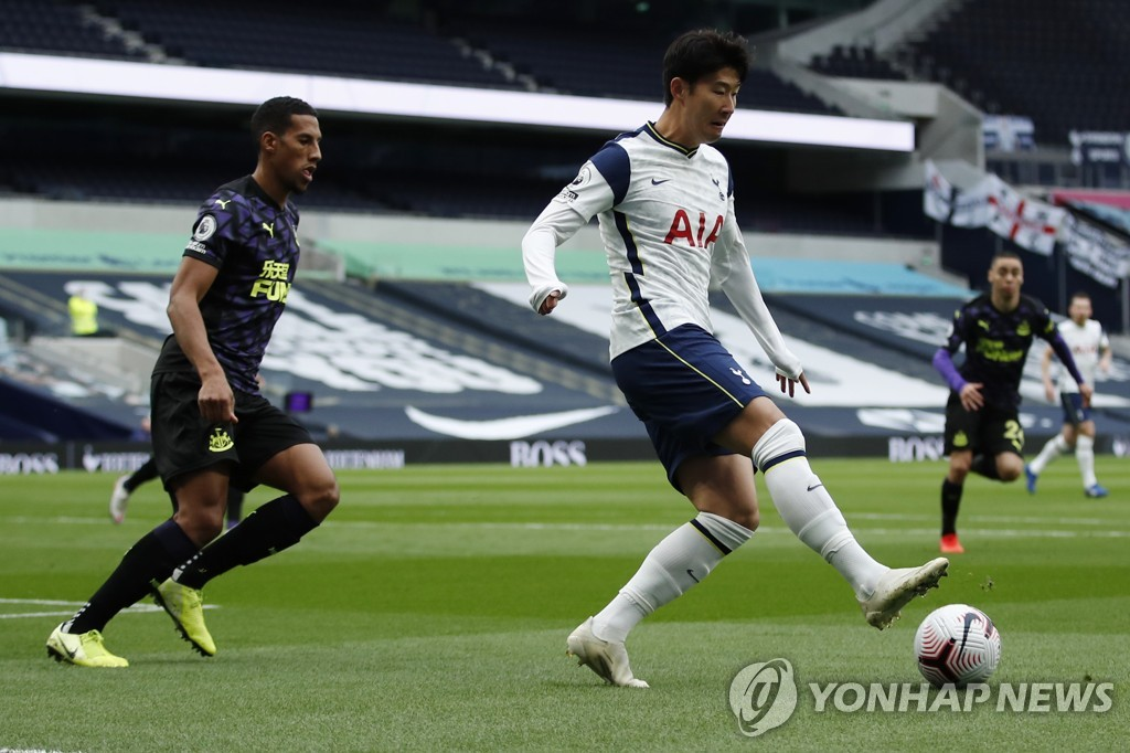 In this Associated Press photo, Son Heung-min of Tottenham Hotspur (R) controls the ball during a Premier League match against Newcastle United at Tottenham Hotspur Stadium in London on Sept. 27, 2020. (Yonhap)