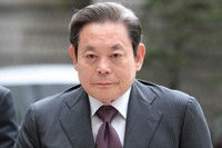 (LEAD) Samsung head Lee Kun-hee dies