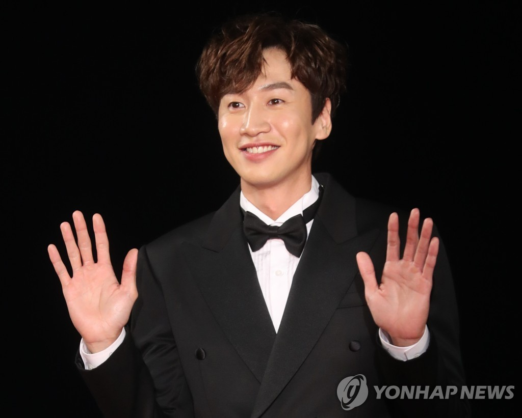 "This undated file photo shows ""Running Man"" star Lee Kwang-soo. ""Running Man"" is a popular South Korean TV entertainment show from broadcaster SBS. Lee's management agency said on April 27, 2021, that he has decided to step away from the show. (Yonhap)"