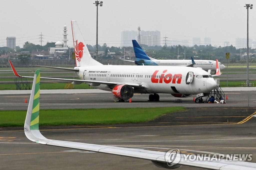2018년 11월 27일 인도네시아 자카르타 인근 수카르노-하타 국제공항에 현지 저가항공사 라이온에어 여객기가 주기돼 있다. [AFP=연합뉴스자료사진]