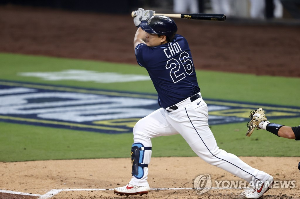 In this EPA photo, Choi Ji-man of the Tampa Bay Rays hits a two-run home run against the New York Yankees' starter Gerrit Cole during the bottom of the fourth inning of Game 1 of their American League Division Series at Petco Park in San Diego on Oct. 5, 2020. (Yonhap)