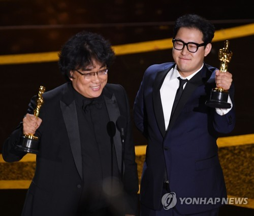 (2nd LD) Bong Joon-ho's 'Parasite' clinches best screenplay, best int'l film at Oscars