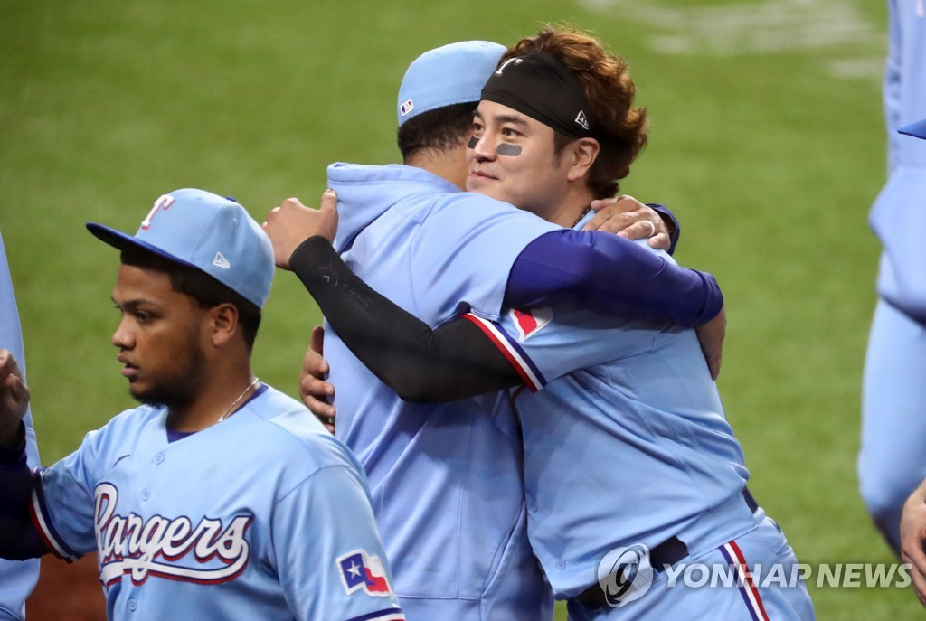 In this USA Today Sports photo via Reuters, Choo Shin-soo of the Texas Rangers (R) embraces a teammate after an 8-4 victory over the Houston Astros in a Major League Baseball regular season game at Globe Life Field in Arlington, Texas, on Sept. 27, 2020. (Yonhap)