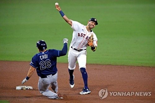In this USA Today Sports photo via Reuters, Choi Ji-man of the Tampa Bay Rays (L) is forced out at second base against the Houston Astros during the top of the ninth inning of Game 4 of the American League Championship Series at Petco Park in San Diego on Oct. 14, 2020. (Yonhap)