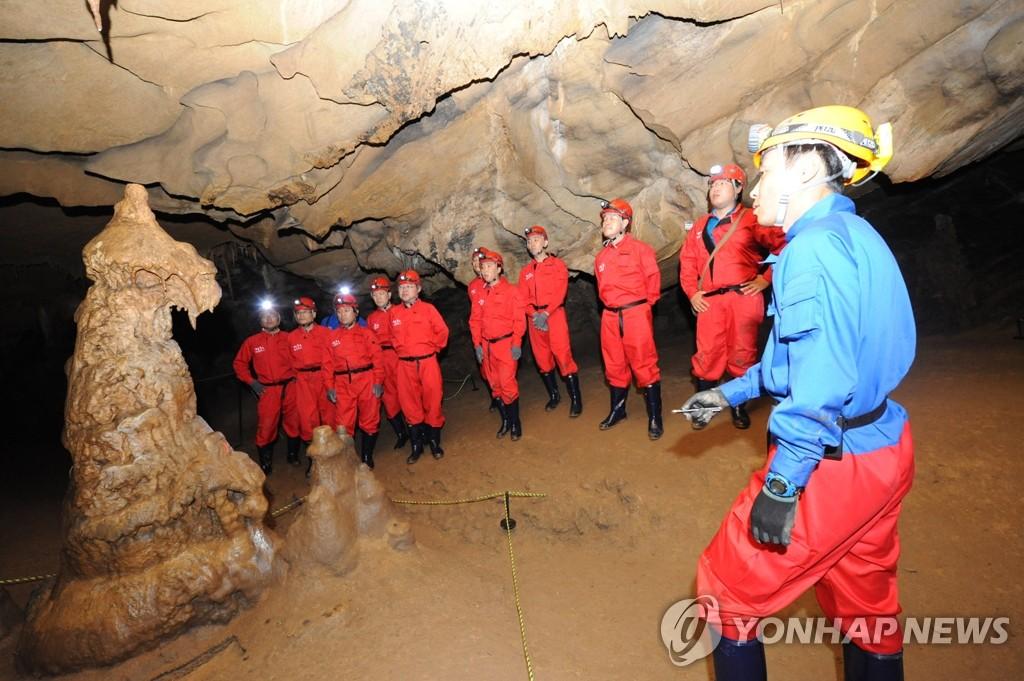 평창 백룡동굴에서 동굴탐사 체험.(김영인 기자)