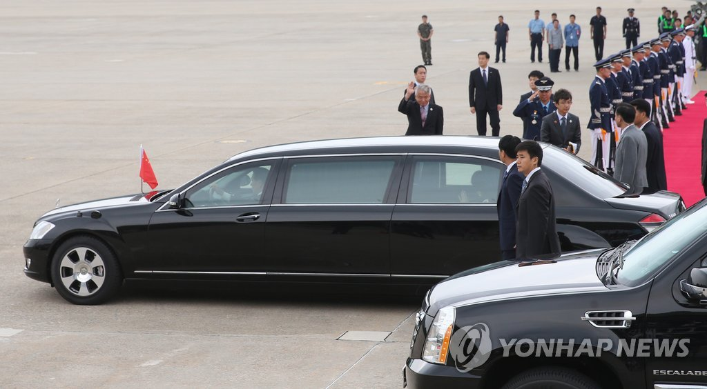 (2nd LD) Chinese leader Xi arrives in S. Korea for summit with Park - 7