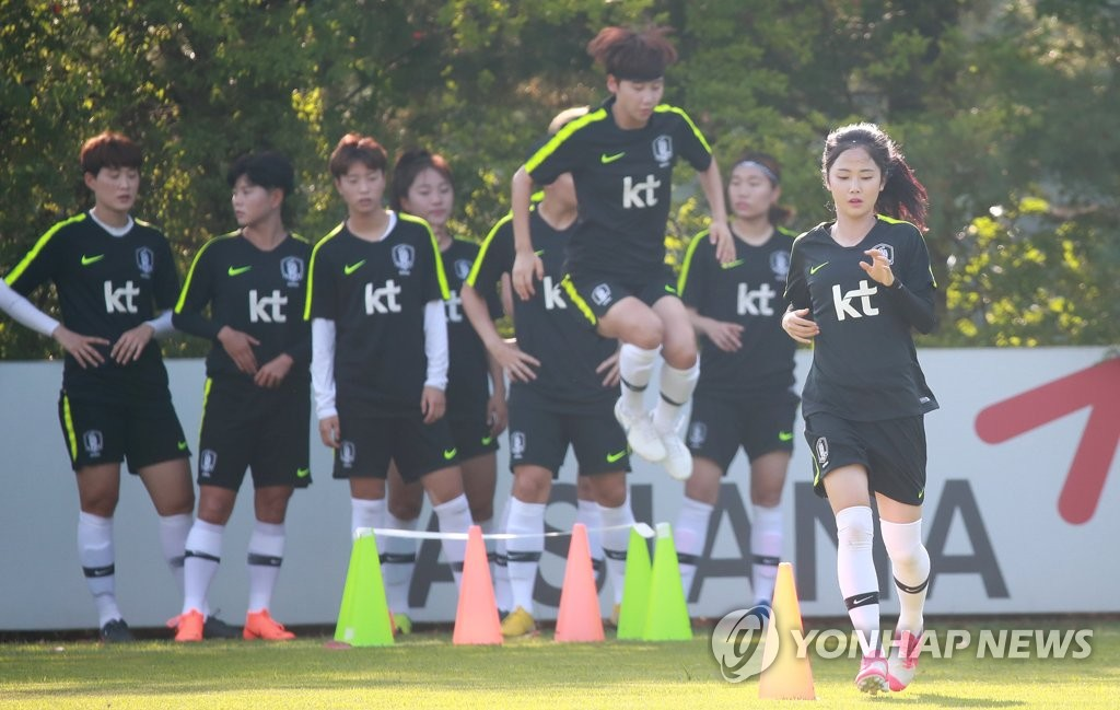 This file photo taken Aug. 6, 2018, shows South Korea women's national football team players training at the National Football Center in Paju, north of Seoul. (Yonhap)