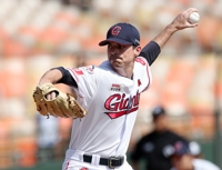 Lotte Giants bring back one American pitcher, sign new one for 2019