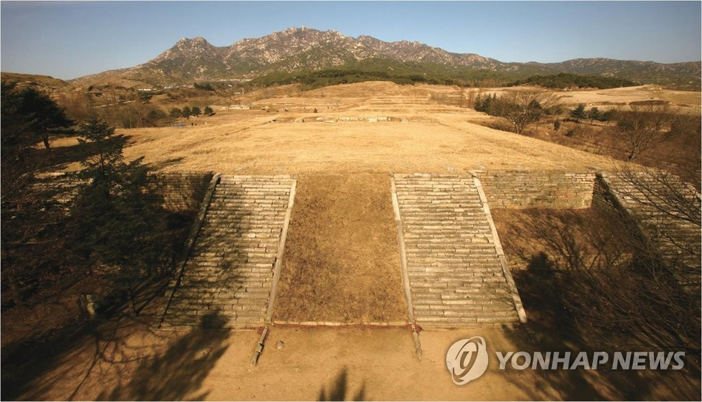 This file photo, provided by the Cultural Heritage Administration on Oct. 15, 2018, shows the Manwoldae site in the North Korean border town of Kaesong, where the palace of the Goryeo Dynasty (918-1392) was located for about 400 years. (Yonhap)