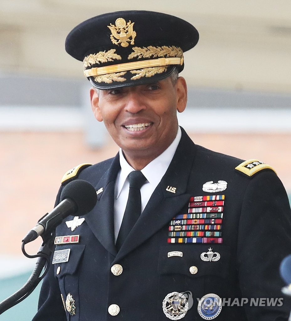 Outgoing U.S. Forces Korea Commander Gen. Vincent Brooks speaks during his change-of-command ceremony at Camp Humphreys, a sprawling U.S. military complex in Pyeongtaek, 70 kilometers south of Seoul on Nov. 8, 2018. (Yonhap)