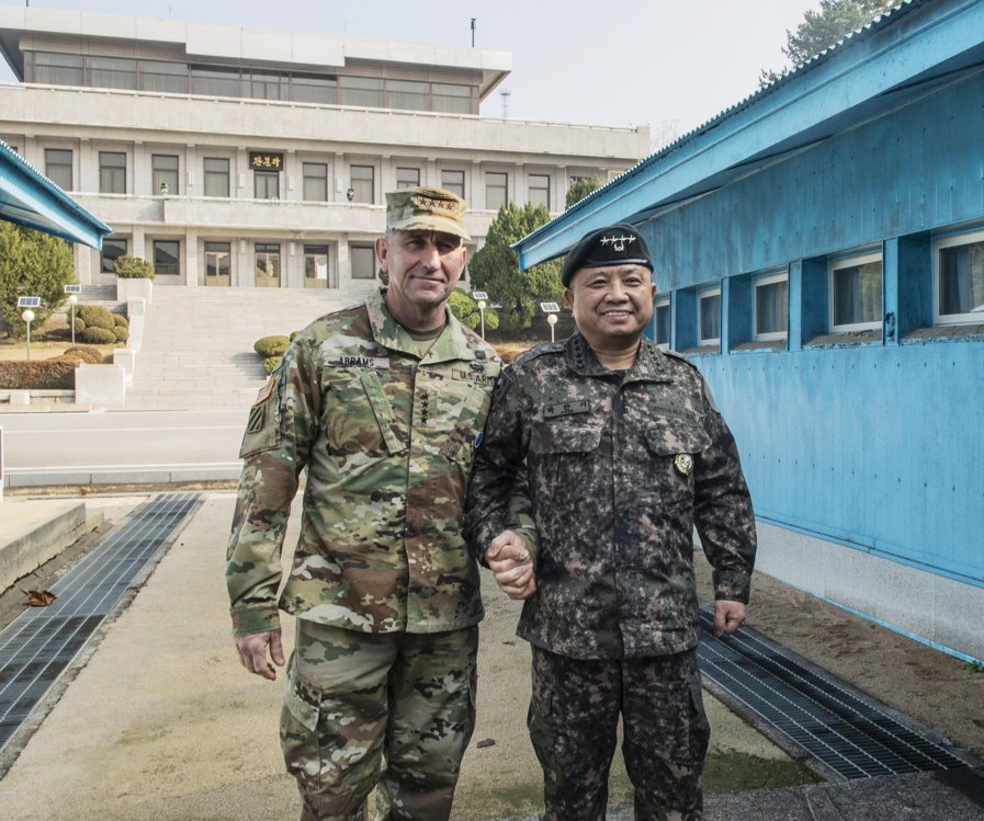 This photo provided by the U.N. Command shows Gen. Robert B. Abrams (L), commander of USFK, and Gen. Park Han-ki, chairman of South Korea's Joint Chiefs of Staff, posing for the camera at the truce village of Panmunjom on Nov. 11, 2018. (Yonhap)