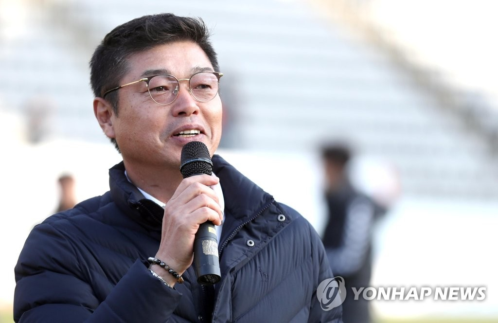 This file photo taken on Nov. 25, 2018, shows Gyeongnam FC head coach Kim Jong-boo after his side beat Suwon Samsung Bluewings in a K League 1 match at Changwon Football Center in Changwon. (Yonhap)