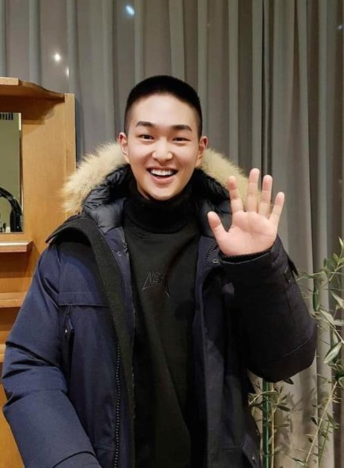 SHINee's Onew enters army