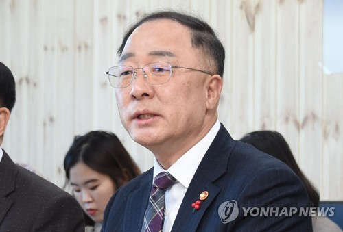 (LEAD) S. Korea striving for US$700 bln in exports: finance minister