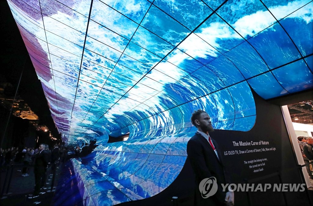 This file photo taken on Jan. 8, 2019, shows a curved OLED display installation at LG Electronics Inc.'s booth entrance at Consumer Electronics Show (CES) 2019 in Las Vegas, Nevada. (Yonhap)