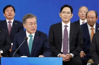 (3rd LD) President calls on large firms to create more jobs, increase investment
