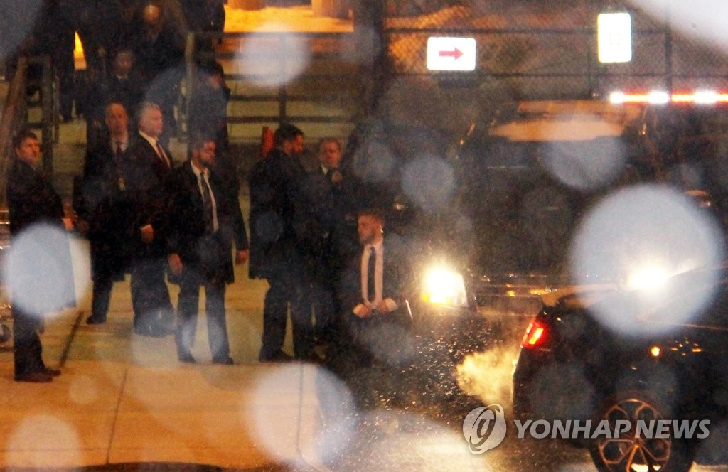 North Korean and U.S. officials are spotted leaving an airport near Washington on Jan. 17, 2019, about an hour after Kim Yong-chol, the North's chief negotiator with the United States, arrived. Kim was expected to meet U.S. Secretary of State Mike Pompeo for talks on arranging a second North Korea-U.S. summit. Third from left is Stephen Biegun, U.S. special representative on North Korea policy, who greeted Kim. (Yonhap)